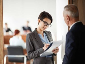 student-asking-mentor